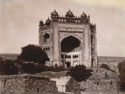 View from the south-west of the exterior of the Buland Darwaza, Fatehpur Sikri 1003545